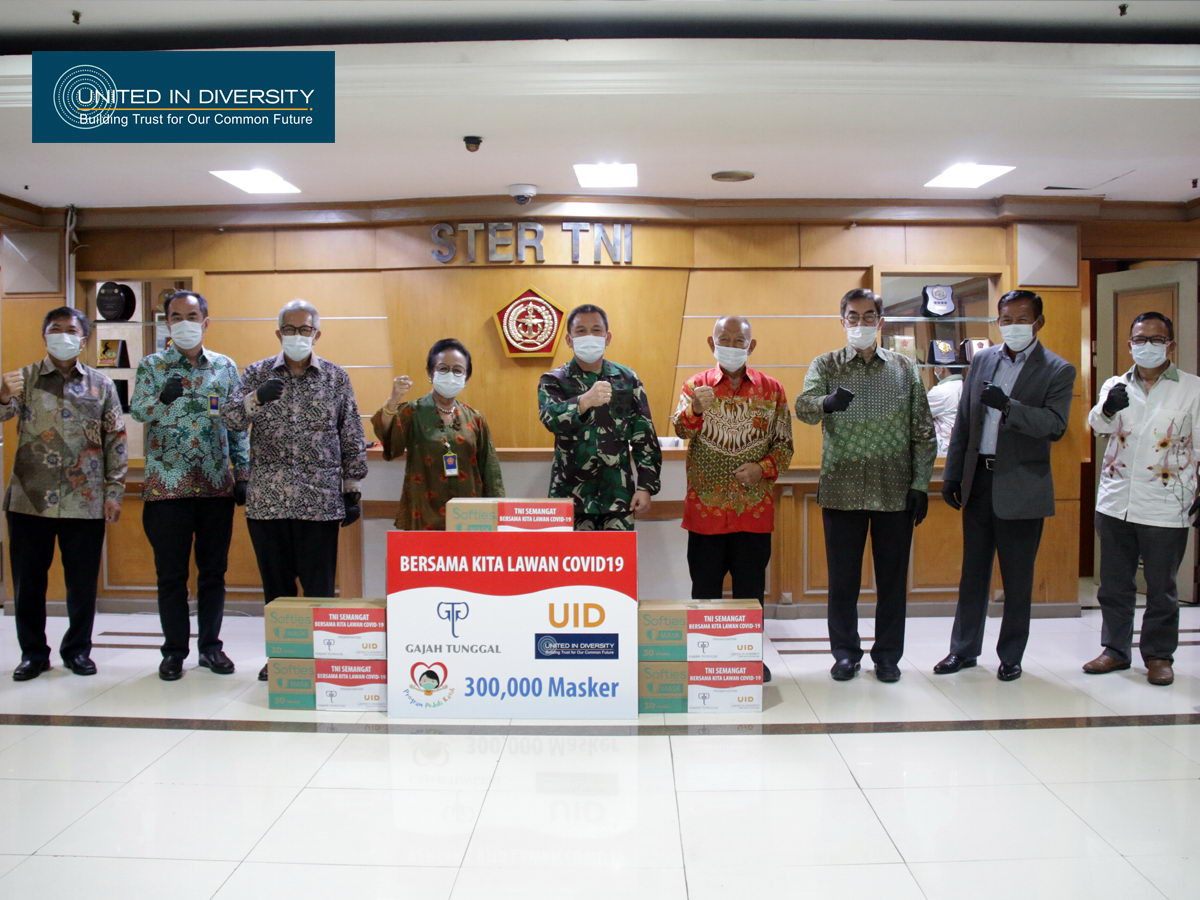 United In Diversity with Gajah Tunggal Group Support, Donates 300 Thousand Masks to TNI